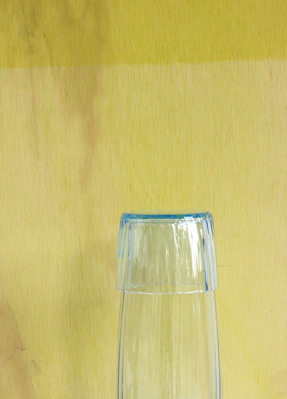 Dit is de Karaf is een nieuwe kleur: Blauw.Zo licht dat het op het dunste punt van het glas nauwelijks zichtbaar is, maar bij sommig licht ineens helder doorkomt.  Afmetingen: ø 6.5 cm H 19.5 cm. Prijs 120 Euro (incl. btw en versturen binnen NL)  Voor vragen of bestellingen: marieke.schoonderbeek@gmail.com of telefoon 0622665385.