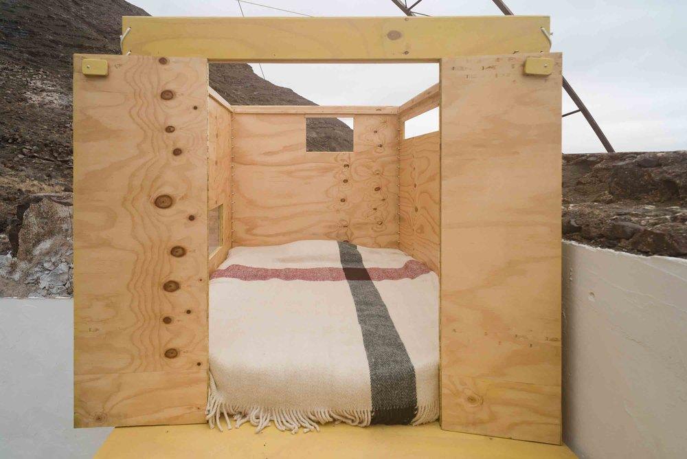 (foto Nico Melian) Wollen deken.  248x190cm, 3,7 kilo (vol en zwaar.. oftwel warm en sterk)  prijs op aanvraag  Voor vragen of bestellingen: marieke.schoonderbeek@gmail.com of telefoon 0622665385.