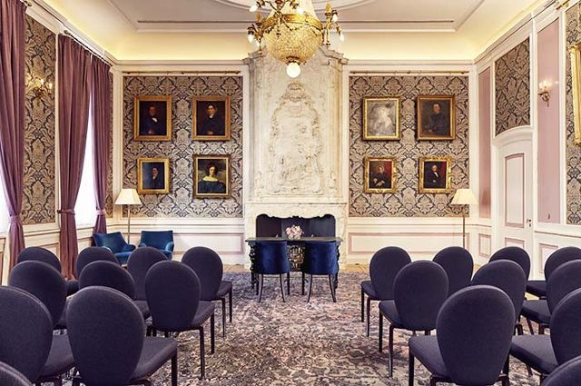 tour-amsterdams-most-instagrammable-hotel-1929702-1475799670.640x0c.jpg