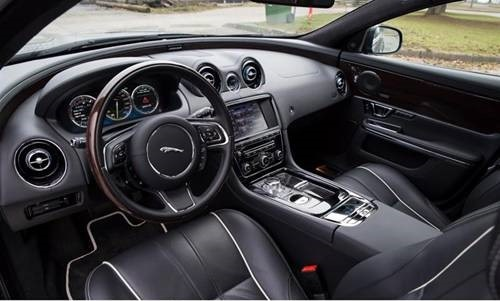 limobook-vancouver-luxury-transportation-service-jaguar-xjl-01.jpg
