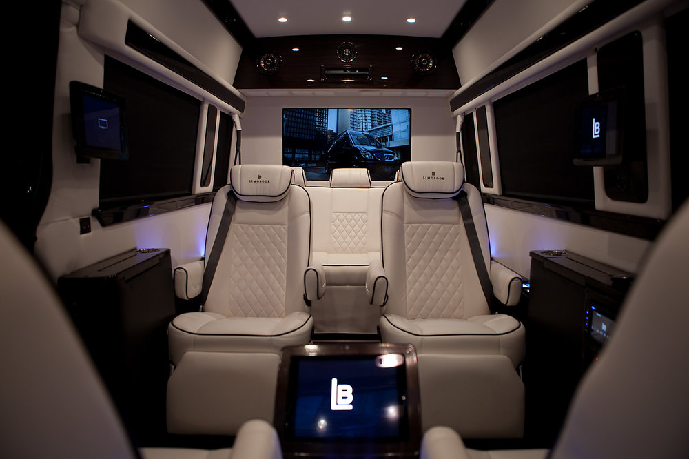 limobook-vancouver-luxury-transportation-service-mercedes-executive-van-04.jpg