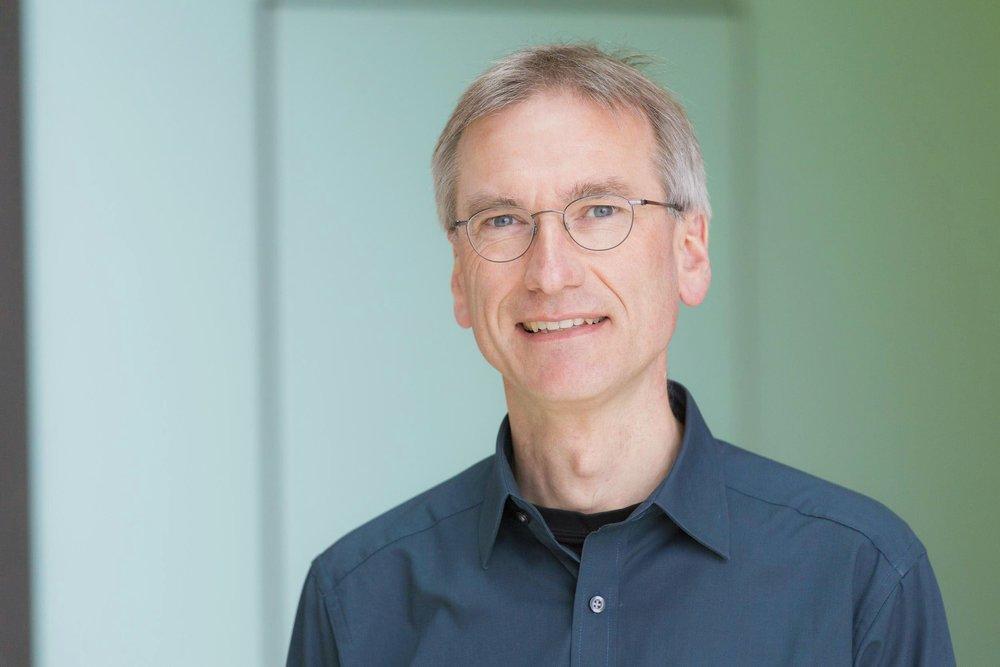Dr. Manfred Redelfs - Recherche-Experte & Politstratege