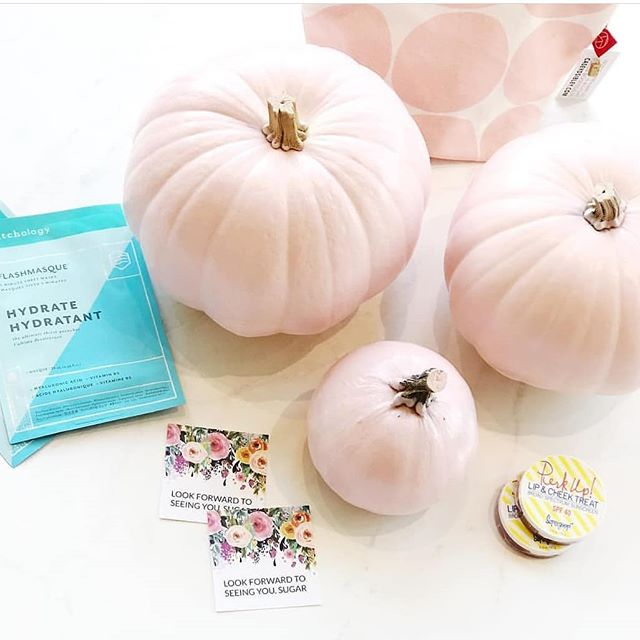 Look at this beautiful photo by @sugarandhive ! They are doing a GIVEAWAY for their local Richmond/Henrico, VA area customers, so get over there if you like to pamper yourself ;) head to their feed to get the details (a CDS A+D Travel Pouch is up for grabs, too)!