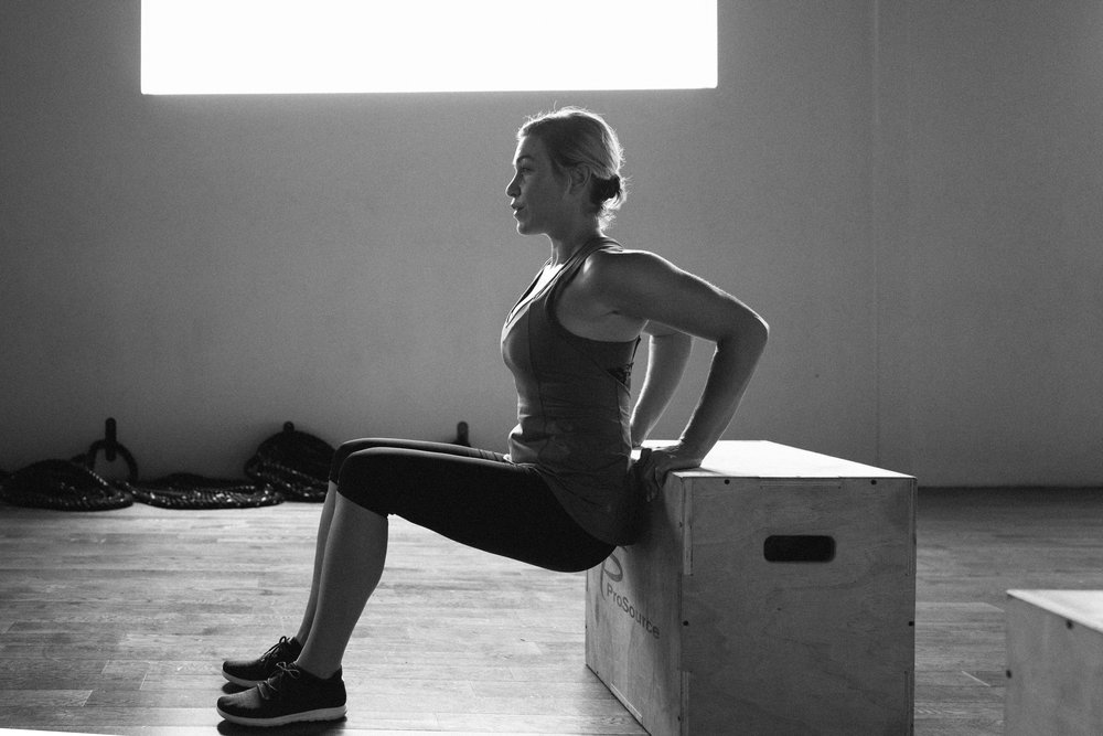 Woman triceps plyo box.jpg