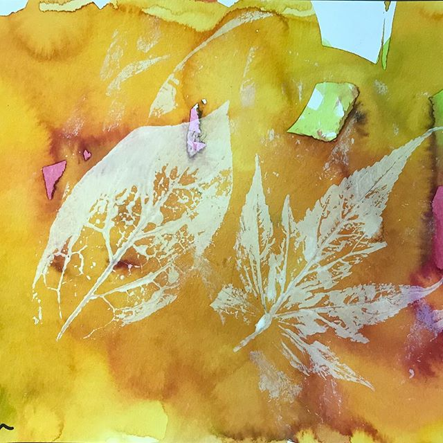 Fall is my favorite. Why? Boots, soup, all things pumpkin and these leaf prints using ink on watercolor. Just beautiful. Check out our instastory for what else we're doing in the studio this week. #artplay #fallart #artforkids #kidart #processart #preschoolart #processart #printshop #kidswhoprint #kidsartstudio