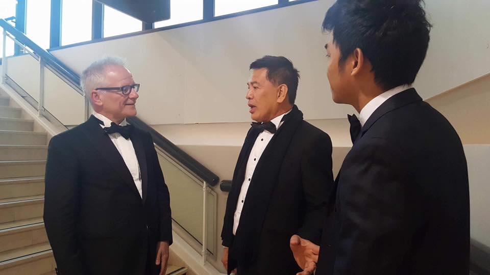 L-R Thierry Fremaux - Director, Festival de Cannes, Brillante Mendoza, and Ray Ribay Gutierrez - courtesy of Centerstage Productions