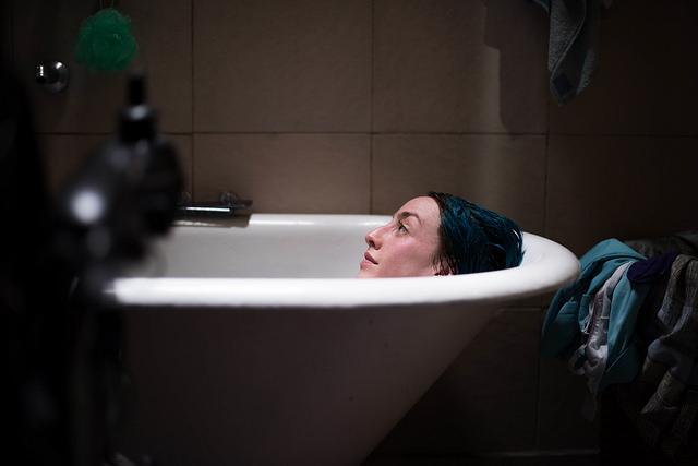4 feet: Blind Date  (2019) Delfina Diaz Gavier as Juana - Courtesy of the Artists