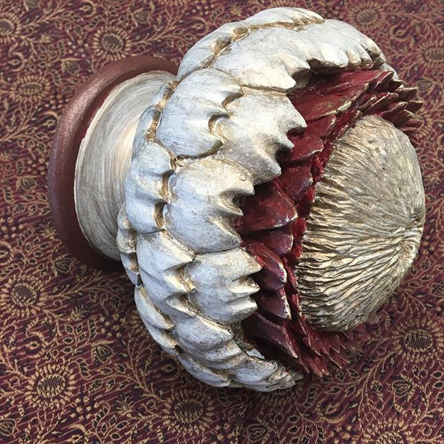 Cardoon Finial in a rich Autumnal Red 🍂 perfection! #autumn #colour #handpainted #bespoke #curtainpoles #interiordesign #mccormickweeks #finial
