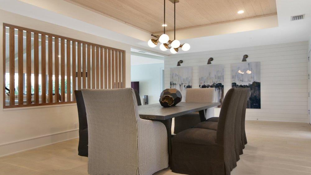 01 diningroom 2.jpg