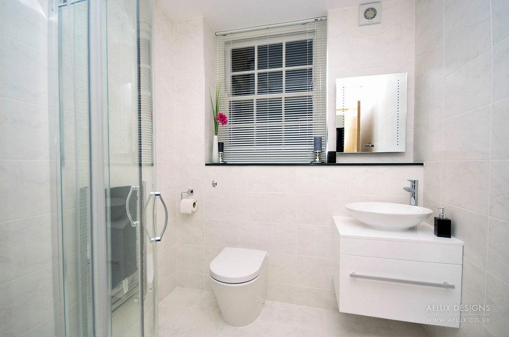 Pierhead 4, shower room.JPG