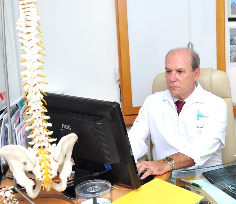 Dr. Ernani Abreu - Ernani Abreu - Centro Cirurgia da Coluna - Cirurgia da Coluna - Porto Alegre - Centro Clínico Mãe de Deus.png