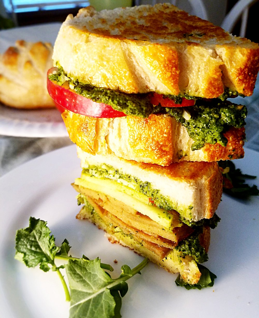 Grilled Walnut Kale Pesto Sandwich with Sliced Apples and Seitan