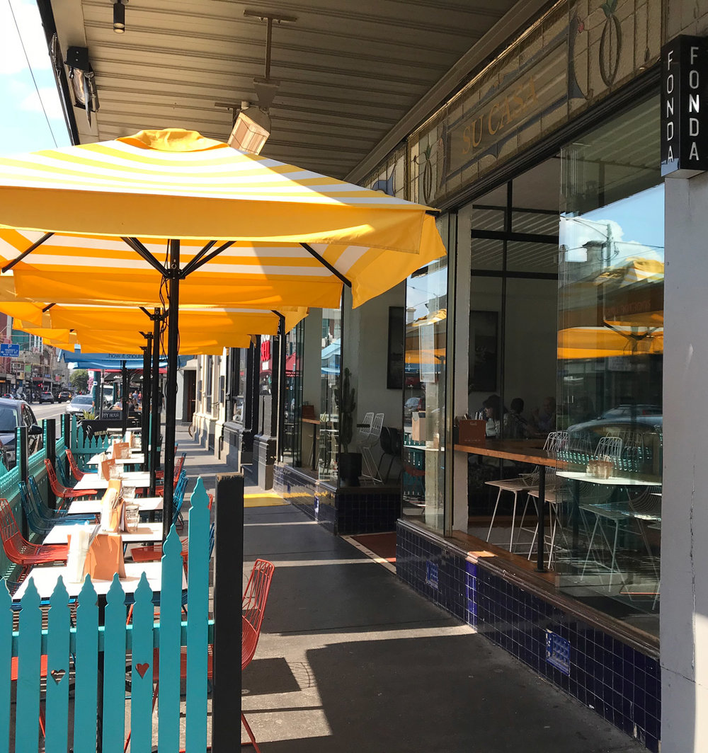 Fonda Windsor - Wheelchair-friendly tables in the sun  (or shade)
