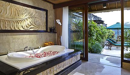 royal-pool-villa-bathrooml.jpg