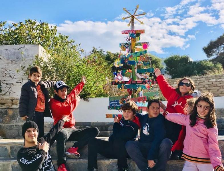 Naxos Press - 11.12.2017   Ηρακλειά: Παρουσιάστηκε ένα ξεχωριστό Χριστουγεννιάτικο δέντρο