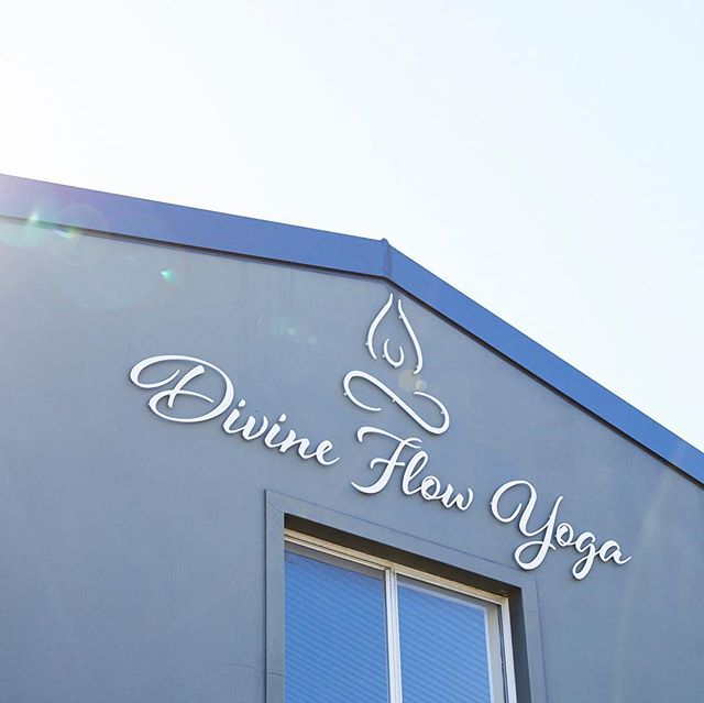 DIVINE FLOW OPEN DAY  This Saturday we are offering complimentary classes at divine flow. Beginning with an 8.15am Power flow, 9.30am Pilates, 10.45am Moderate Flow and finishing off the morning with Yin. Check out the timetable! Spots are TIGHT! People have reserved their spaces already 🙌🏾