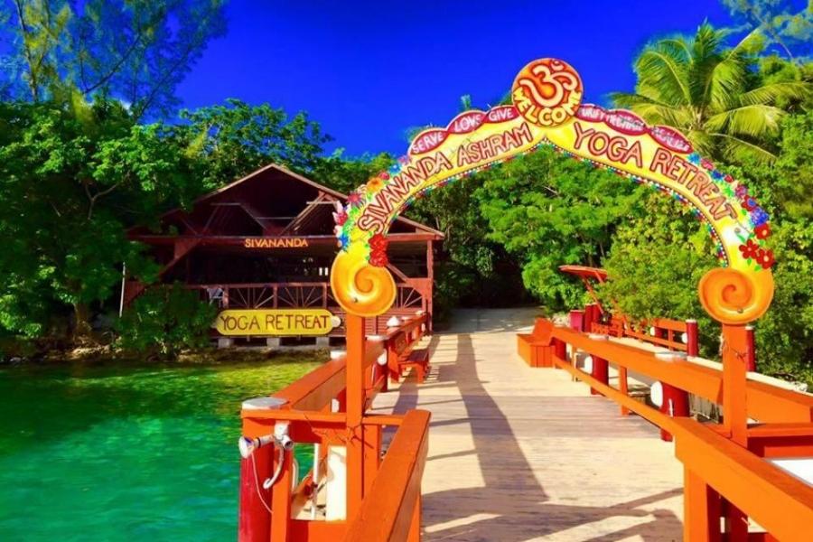 Entrance of the Sivananda ashram yoga retreat.