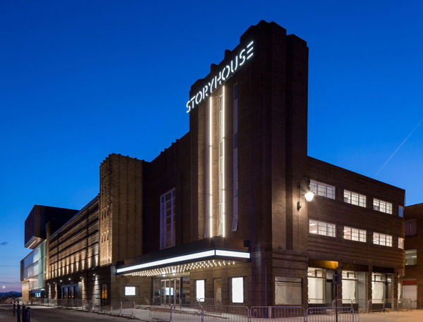 Storyhouse-looking-its-best-as-night-falls-in-Chester 2.jpg