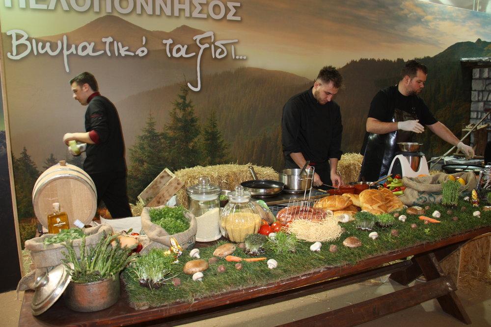 Διεξαγωγή πολιτιστικών εκδηλώσεων και παρουσίαση παραδοσιακών προϊόντων από τις περιφέρειες της Ελλάδας