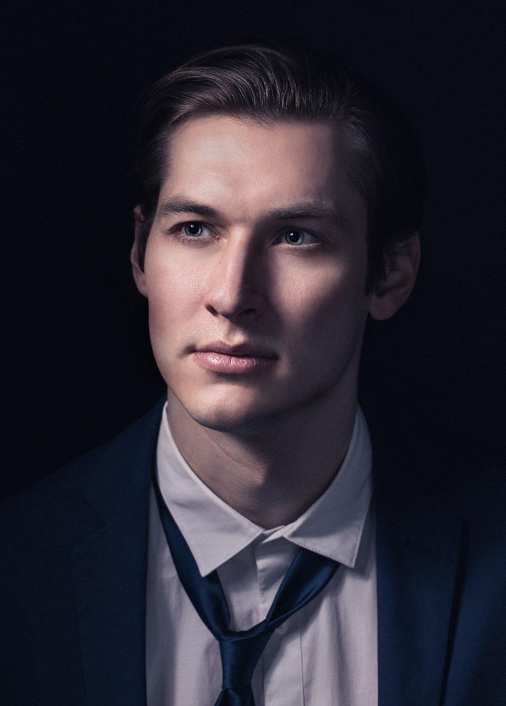 Erik-Sven-commercial-portrait.jpg