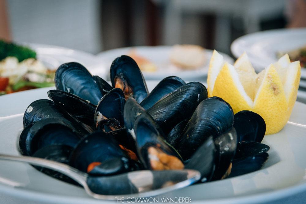 fresh mussels served at La Minerva restaurant, Mahon