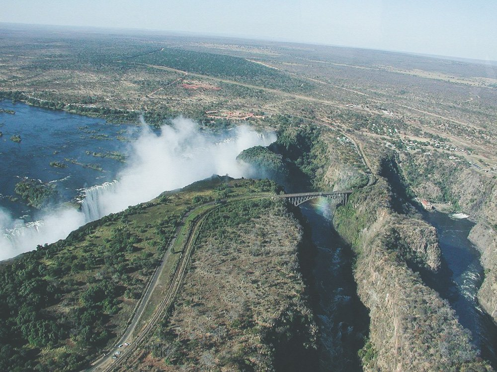 1024px-Victoria_Falls_from_the_helicopter.jpg