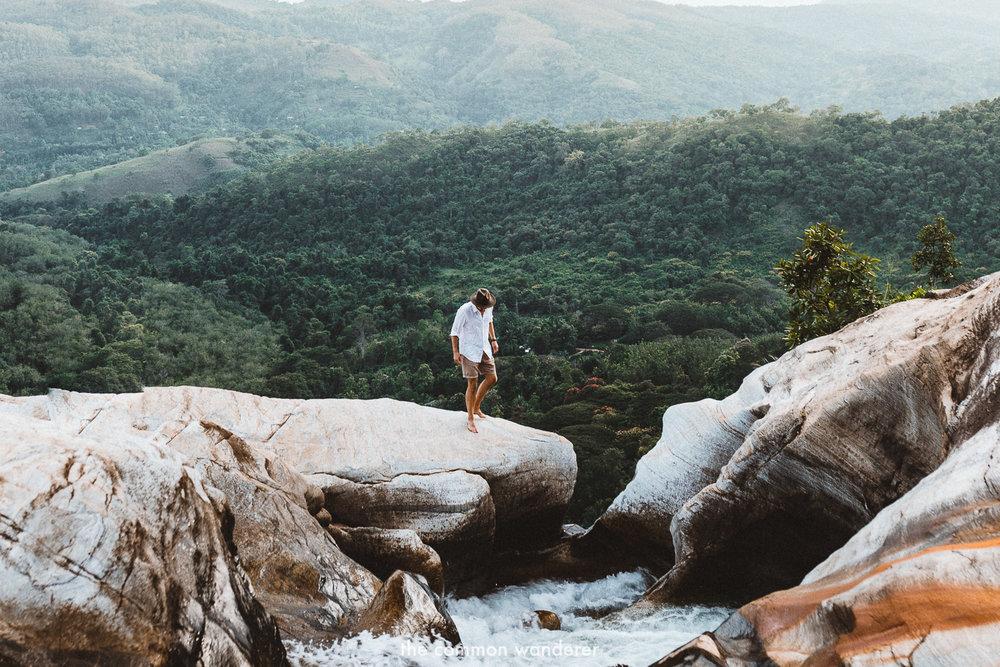 Standing on the edge of Diyaluma falls, Sri Lanka | Diyaluma Falls guide