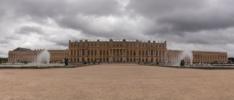 versailles-palace-2995544__340.jpg