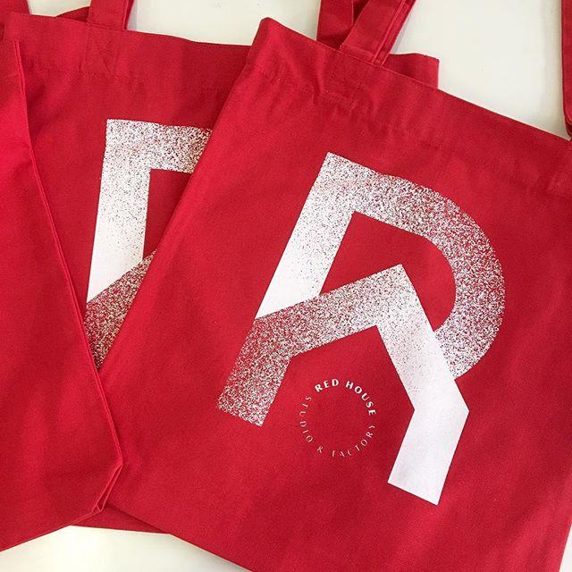 Back in stock 🔴 @redhousestudio_fr 🔴 encore merci à @annedorotheecool et @capucine.bonneterre les créatrices du logo Red House, pour leur excellent travail 💯
