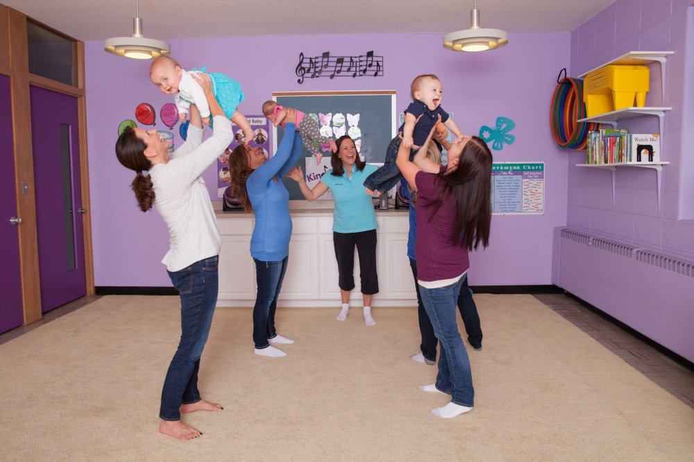 Photo-Kindermusik-Baby-class-dance-movement-lifting-5055x3370-1024x683.jpg