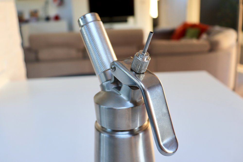 Whipped cream maker with a short 2-3mm injector tip fitted