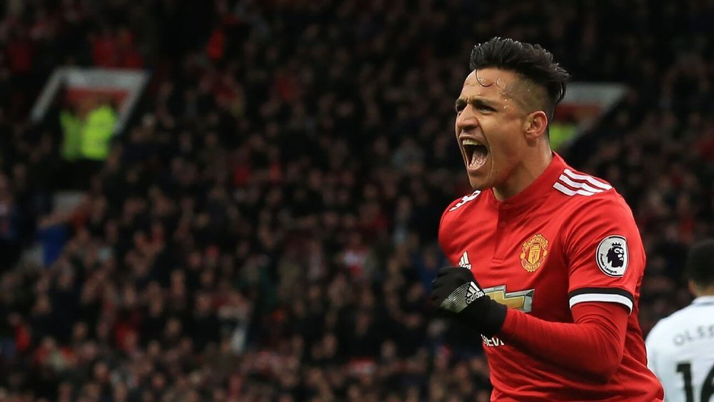 Alexis Sanchez assists for Manchester United against Manchester City in the English Premier League
