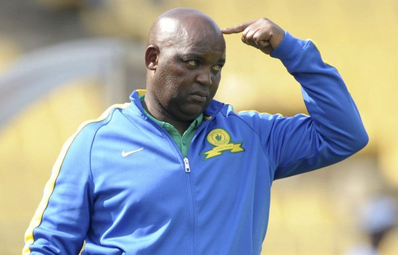 PSL team Mamelodi Sundowns coach Pitso Mosimane talks to his players