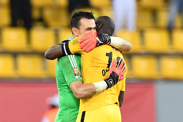 Uganda's goalkeeper Denis Onyango (R) congratulates Egypt's goalkeeper Essam El-Hadary at the end of the 2017 Africa Cup of Nations group D football match between Egypt and Uganda in Port-Gentil on January 21, 2017. / AFP / Justin TALLIS  (Jan. 20, 2017 - Source: AFP)