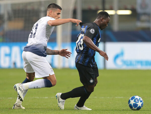 Kwadwo Asamoah (R) of FC Internazionale is pulled by his shirt by Erik Lamela of Tottenham Hotspur during the Group B match of the UEFA Champions League between FC Internazionale and Tottenham Hotspur at San Siro Stadium on September 18, 2018 in Milan, Italy.  (Sept. 17, 2018 - Source: Emilio Andreoli/Getty Images Europe)