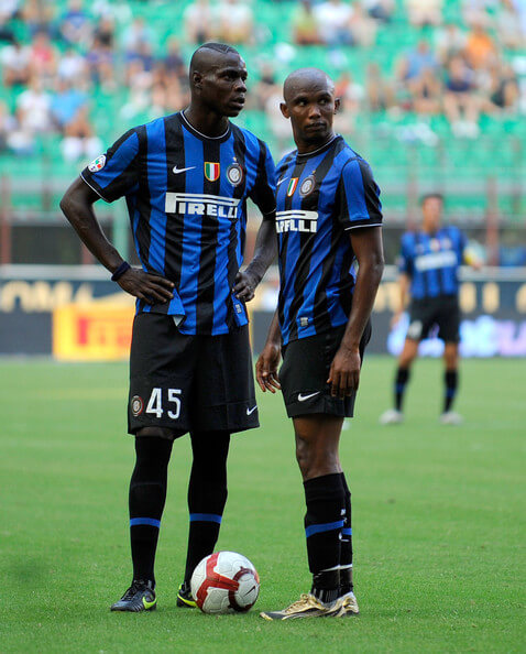 Mario Balotelli (L) and Samuel Eto'o of Inter Milan look on during the Serie A match between Inter Milan and Bari at Giuseppe Meazza Stadium on August 23, 2009 in Milan, Italy.  (Aug. 22, 2009 - Source: Claudio Villa/Getty Images Europe)