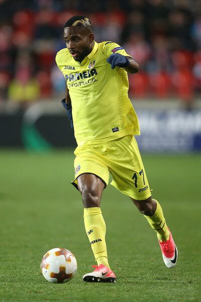 Villarreal's Congolese forward Cedric Bakambu runs with the ball during the UEFA Europa League group A football match Slavia Prague v Villarreal in Prague on November 2, 2017. / AFP PHOTO / MILAN KAMMERMAYER(Nov. 1, 2017 - Source: AFP)