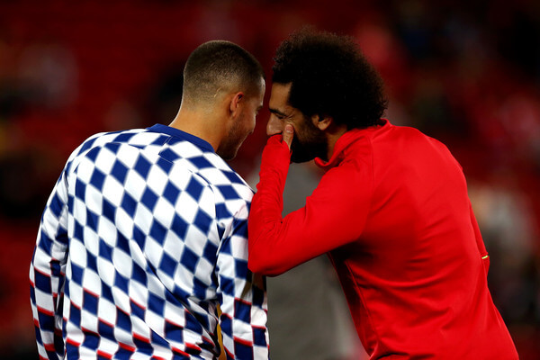 Eden Hazard of Chelsea speaks to Mohamed Salah of Liverpool ahead of the Carabao Cup Third Round match between Liverpool and Chelsea at Anfield on September 26, 2018 in Liverpool, England.  (Sept. 25, 2018 - Source: Getty Images Europe)