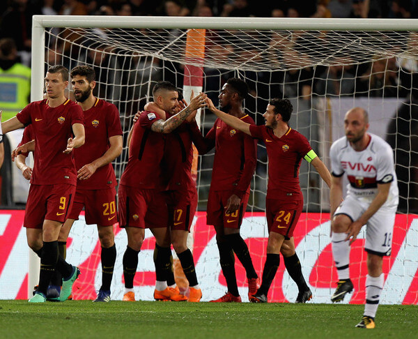 Cengiz Under (C) with his teammates of AS Roma celebrates after scoring the opening goal during the serie A match between AS Roma and Genoa CFC at Stadio Olimpico on April 18, 2018 in Rome, Italy.  (April 17, 2018 - Source: Paolo Bruno/Getty Images Europe)