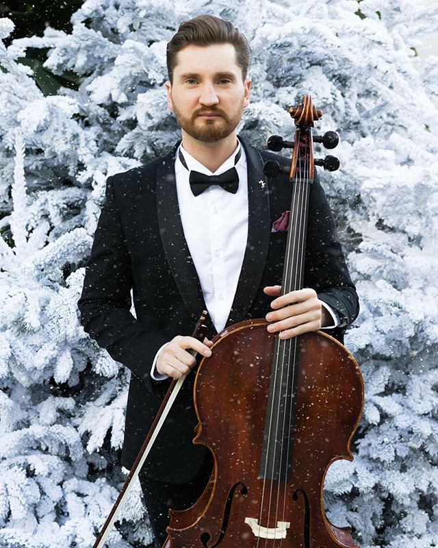 Wishing you all a Merry Christmas! 🎁🎄 Let it be a time full of love and tranquillity, with your family and friends. Stay healthy and positive! No matter what, I'll be and music will be always with you 🎻🎶 #cello #music #cellist #monaco #montecarlo #christmas #merrychristmas #photography