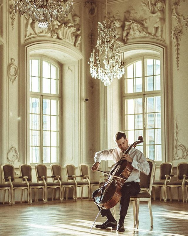 🎻 With the music you are welcome to everywhere! An exclusive visit to the Rundale palace in Latvia. A new video is coming up in a New Year 🎄  Throwback of the photo session with @arnynorth supported by @makslasmuzejsrigasbirza and @rundalespils  Greetings from Italy 🇮🇹 👋 #cello #music #cellist #photography #latvia #Riga #Milan #italy