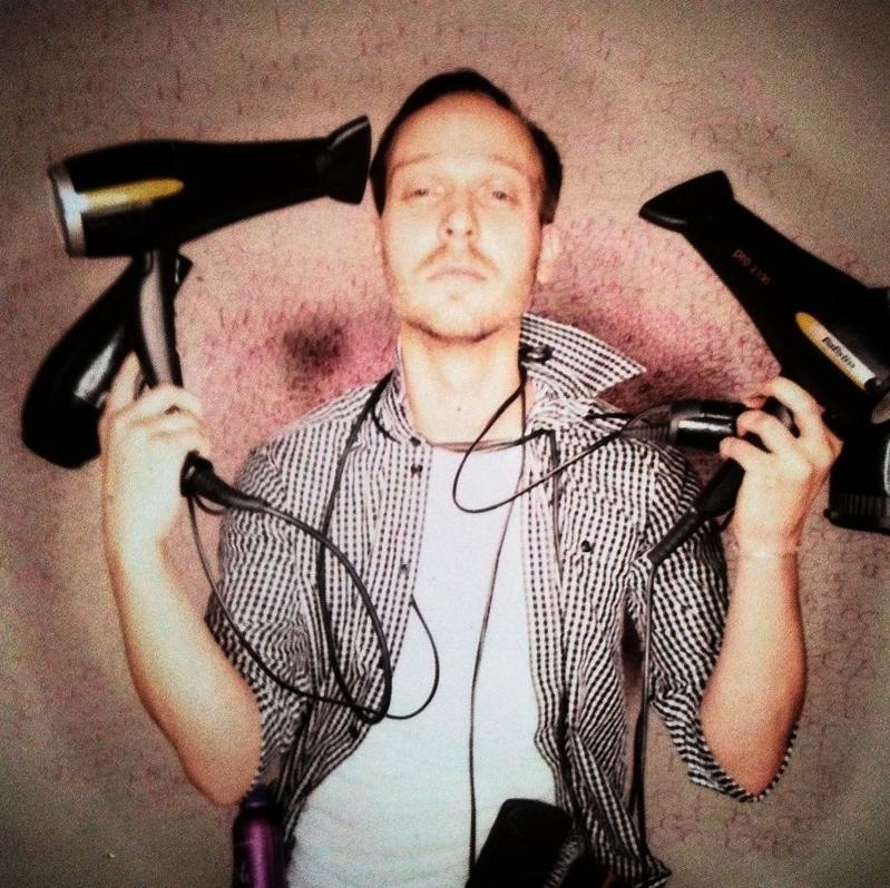 Attila Kenyeres_Haare - Attila liebt Haare. Er ist ein sehr präziser und innovativer Hairstylist und Educator. Er gibt für uns auch Masterclasses und verschönert Models für die Shows namenhafter, internationaler Designer.Attila's Profil & Arbeiten -peppermintcircus.comUnsere Masterclass mit Attila