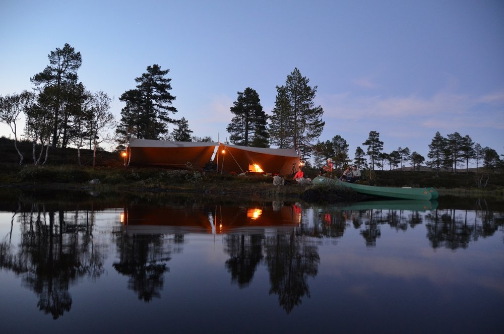 Camp by the lakeside (Photo: Petter Thorsen/Wild Norway)