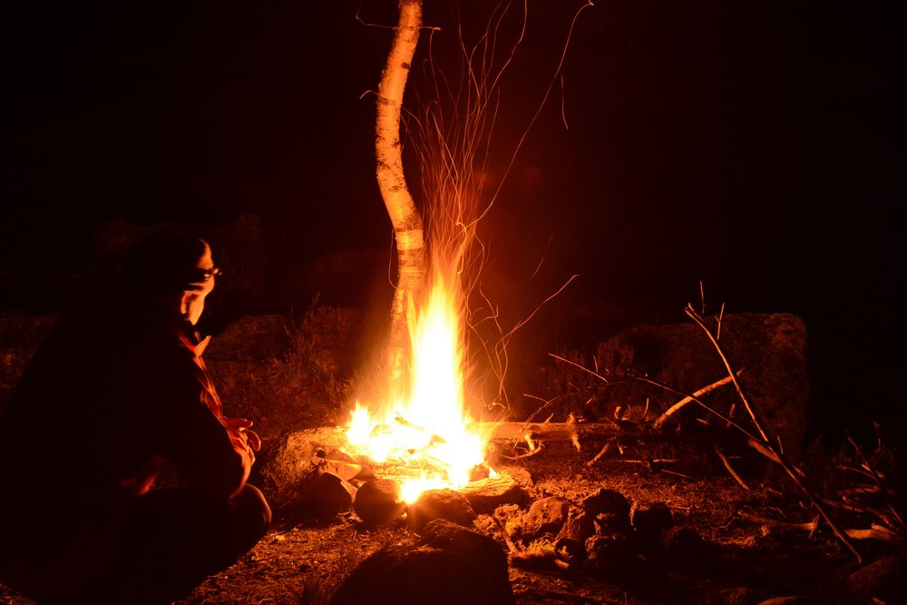 Campfire magic at hiking camp by Lake Pershusvannet. Photo: Oslo Outdoor