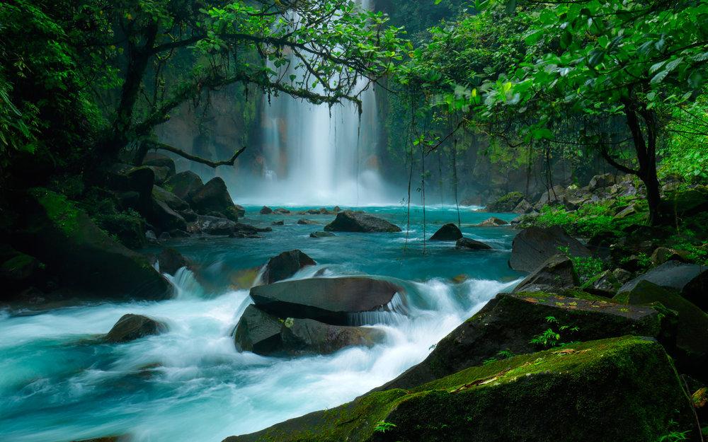 Costa Rica Waterfall 02.jpg
