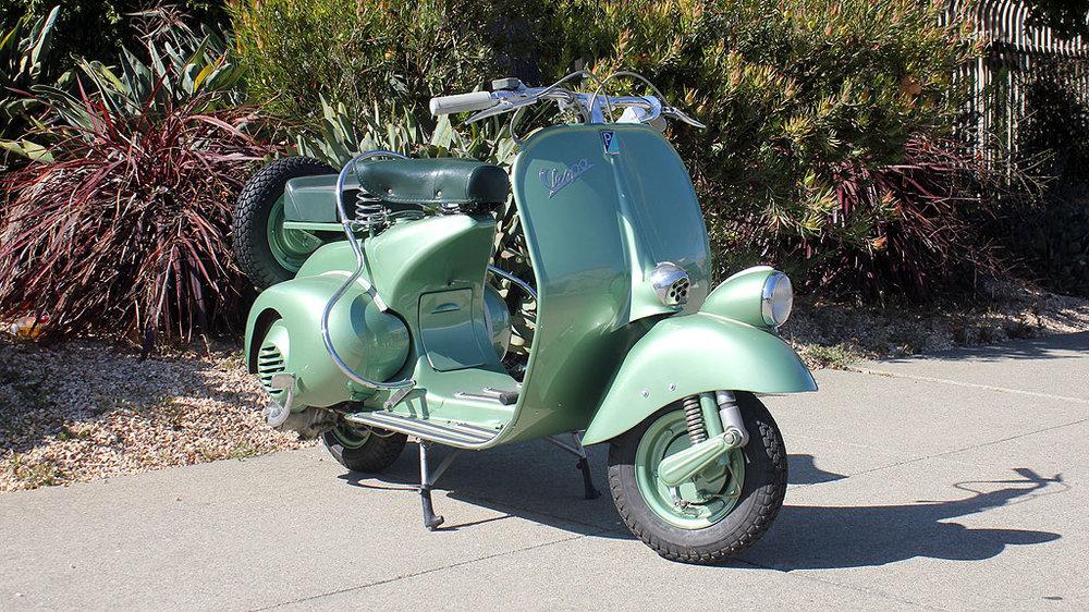 BM226_1951_Vespa_Faro_Basso_5.jpg
