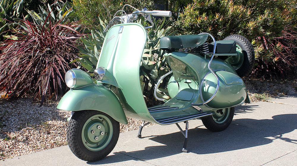 BM226_1951_Vespa_Faro_Basso_7.jpg