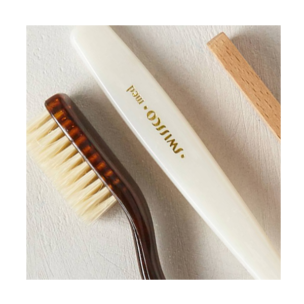 dry_skin_winter_skin_care_swissco_toothbrush.jpg