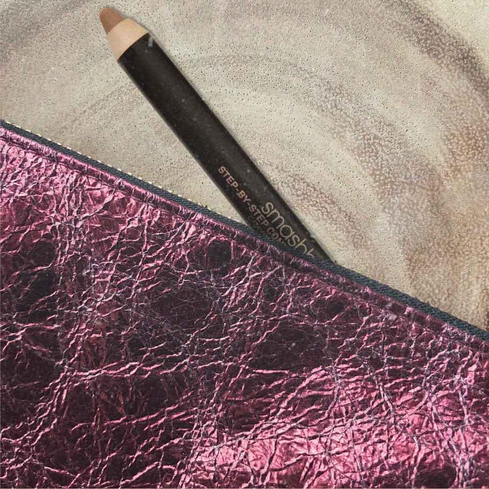 pack-travel-9-makeup-items-smashbox-contour-stick.jpg