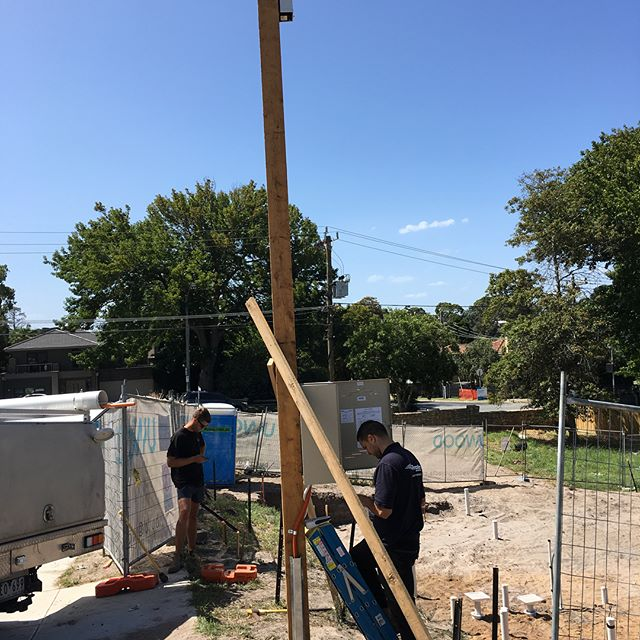 A big Friday installing big things a temporary builders pole for @uwood_projects for a one of our new jobs, and a over head mains upgrade for a client in Frankston. . . . . . . . . #melbourneectrician #melbournehomeautomation #residentialelectrician #design #gardenlights #shopfitttingelectrician #data #electrical #morningtonelectrician #ledlighting #construction #shopfitting #builders #dynalite #cbus #electrical #electrician #lights